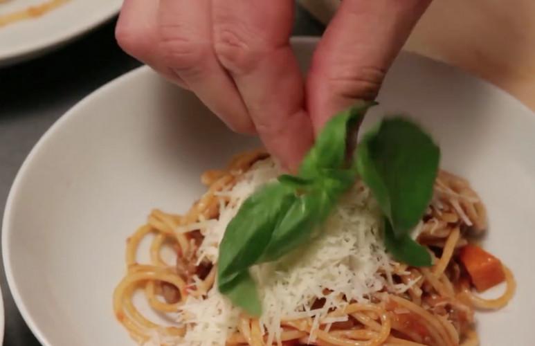 Spaghetti bolognese maken