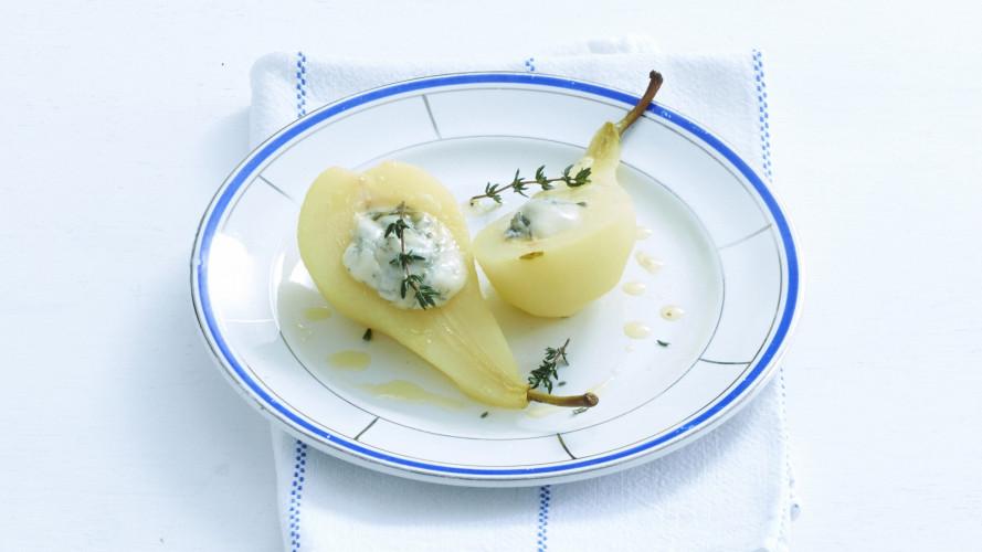 Gepocheerde peer met honing en gorgonzola