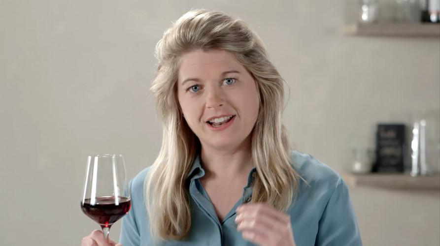 Hoe drink je rode wijn zonder paarse tanden te krijgen?