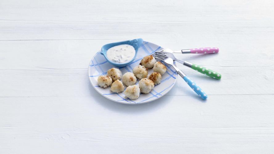 Opperdepop: visballetjes met yoghurt-augurksausje (1-2 jr)