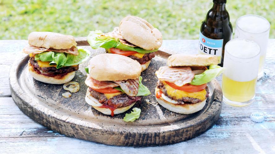 Ribeye-cheeseburger