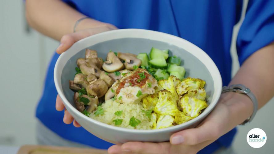 Bliss bowl met kerriebloemkool en hummus van Denise Kortlever