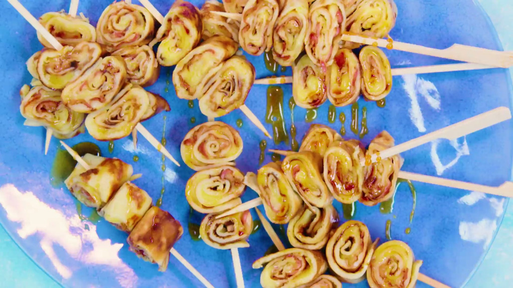 Spek-kaaspannenkoeken op een stokje