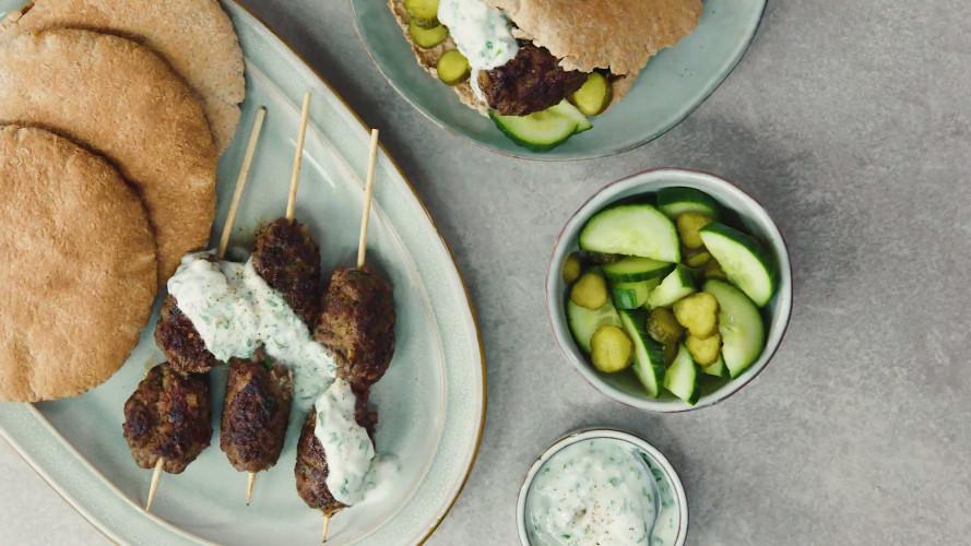 Köfte kebab met yoghurtsaus