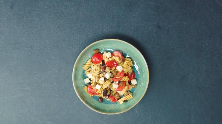 Kikkererwtenpasta met aubergine en tomaten