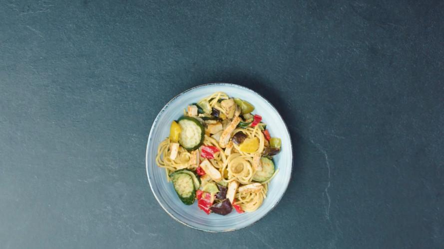 Romige pasta met kip en gegrilde groente