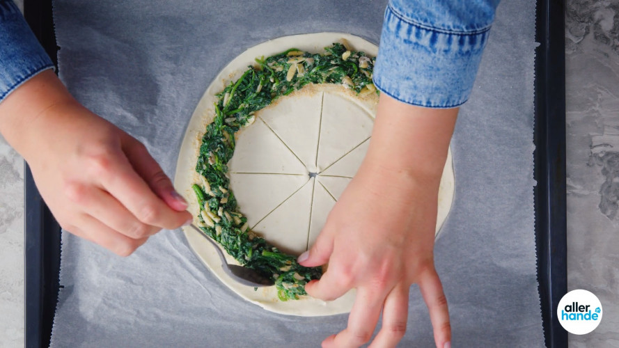 Bladerdeeghapjes met feta en spinazie