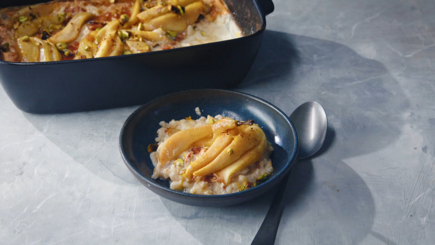 Rijstpudding uit de oven met gebakken peren